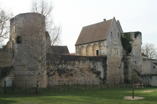 French Mystique Bike Tours: Roman fortifications