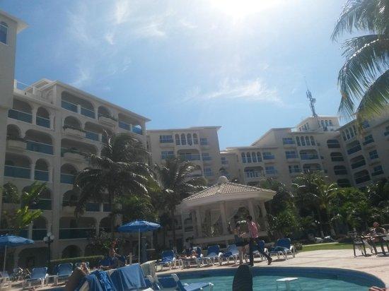 Occidental Costa Cancun: Vista da piscina