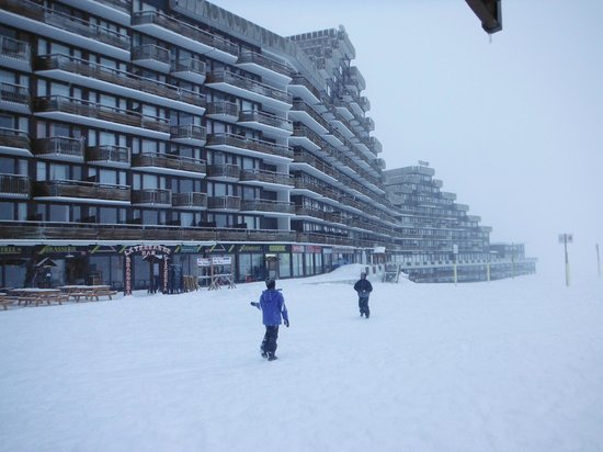 Apartamentos Pierre & Vacances Premium Hauts Bois: un hotel et le centre commercial