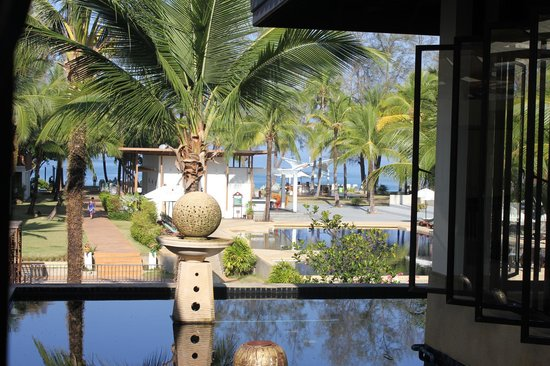The Briza Beach Resort Khaolak: looking out on the pool/grounds from the lobby