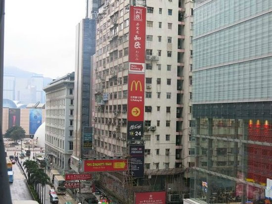 USA Hostel Hong Kong: Camera went out of the window to capture this.
