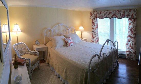 Beach Farm Inn B&B and Cottage: Room 5, 3rd floor