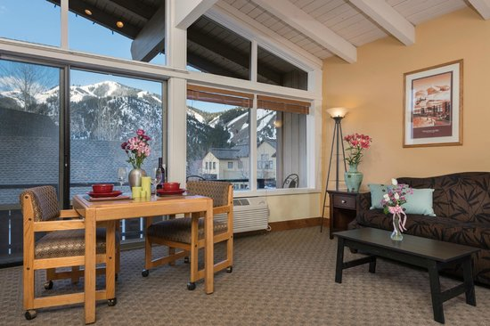Tamarack Lodge: King Suite