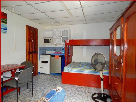 Rositas Hotel: Garden Room #9 Full Kitchen