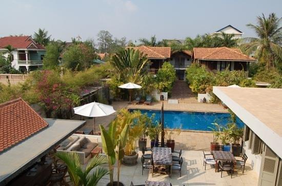 Bambu Battambang Hotel : piscine et restaurant