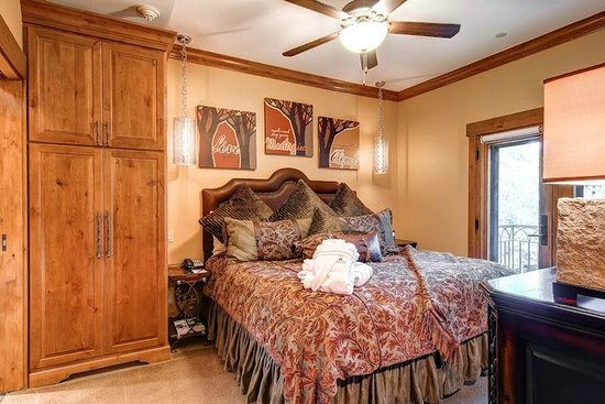 The Charter at Beaver Creek Condo Bedroom