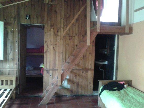 Hostel Casa de Mar: Las habitaciones en el quincho