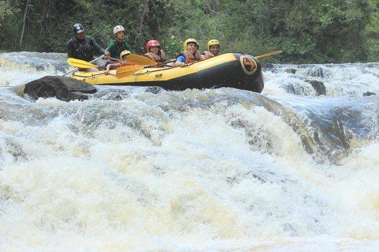Territorio Selvagem Canoar: descendo a cachoeira