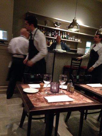 La Brasserie de Bruxelles: Veel personeel, maar niet informeren of t in orde is en geen gepast mes brengen ondanks tweemaal