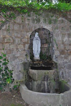 Hacienda La Cienega: one of many fountains on the grounds