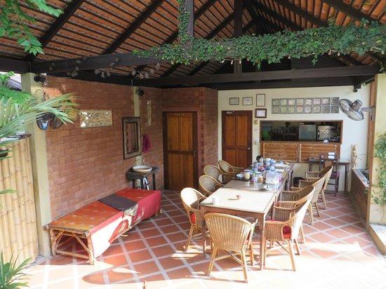 Villa Anneloi: breakfast