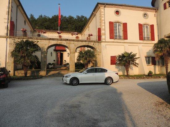 Aiguefonde, Francia: У крыльца отеля