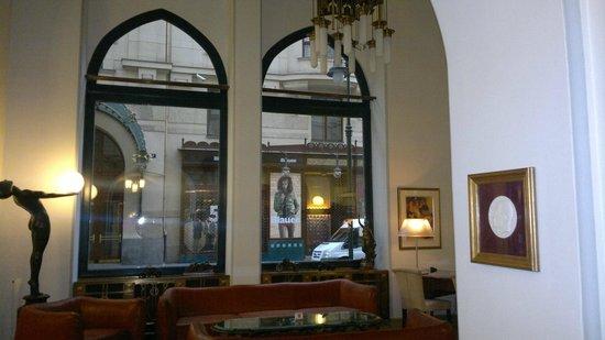 Hotel Paris Prague: petit salon dans l'entrée
