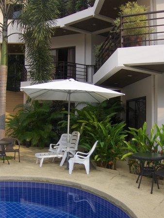 Soleil d'Asie Residence: studios donnant sur la piscine