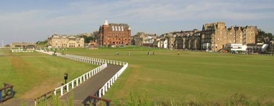 Best Western Scores Hotel: View from the first hole green, the Old Course.