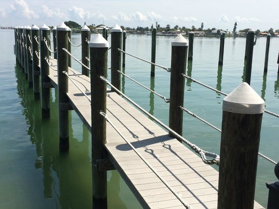 Pasa Tiempo Private Waterfront Resort: Private pier