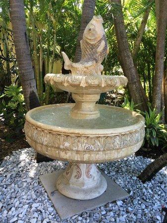 Pasa Tiempo Private Waterfront Resort: Fountain