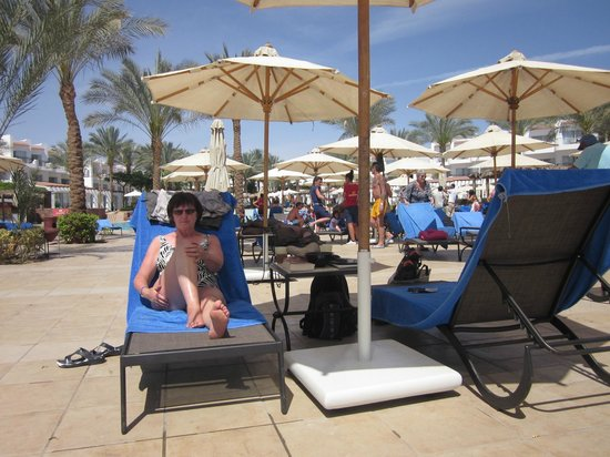 Jaz Fanara Resort & Residence : Pool area which looks onto Temple Bay