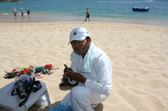 Dreams Huatulco Resort & Spa: Beach vendors