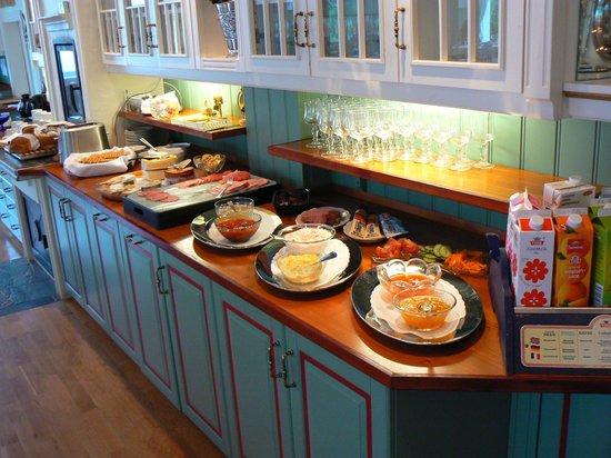 Hjelle Hotel : Breakfast table