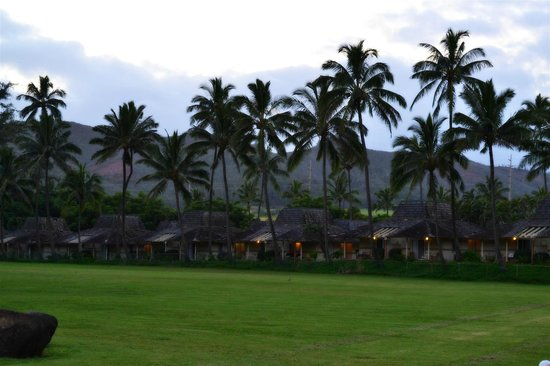 Aston Aloha Beach Hotel: hotel surrounding areas