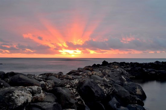Aston Aloha Beach Hotel: sunrise from lydgate state prk