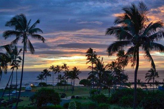 Aston Aloha Beach Hotel: sunrise from the room