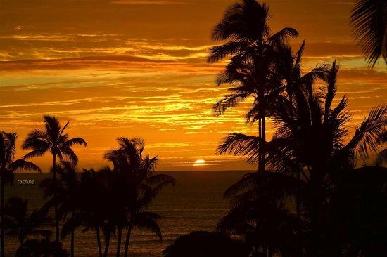 Aston Aloha Beach Hotel: sunrise taken right from the room ,