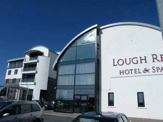 Lough Rea Hotel and Spa: The hotel from outside
