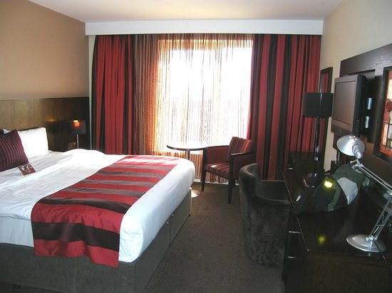 Lough Rea Hotel and Spa: Our lovely room