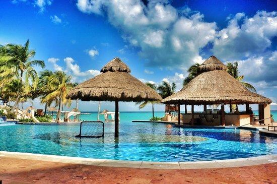 Grand Fiesta Americana Coral Beach Cancun: Bar da piscina