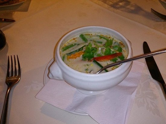 Ruan Orchid: Chicken in spicy coconut soup Starter (Lunch Menu)