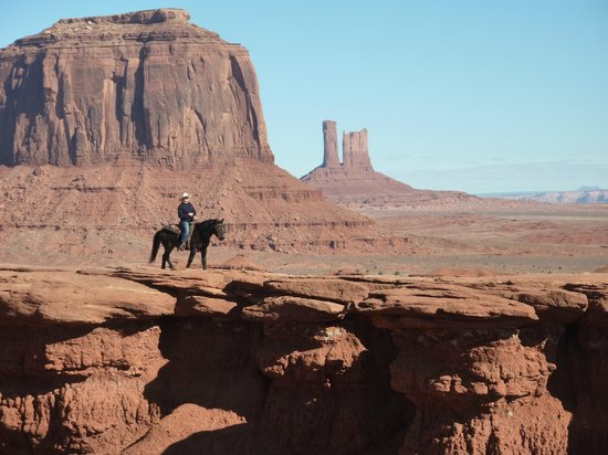 Goulding's Lodge & Campground: Photo shoot on Horse back M.V.