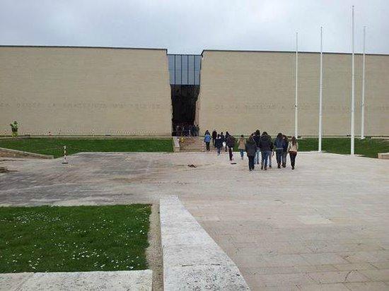 Mémorial de Caen : Entrée du mémorial