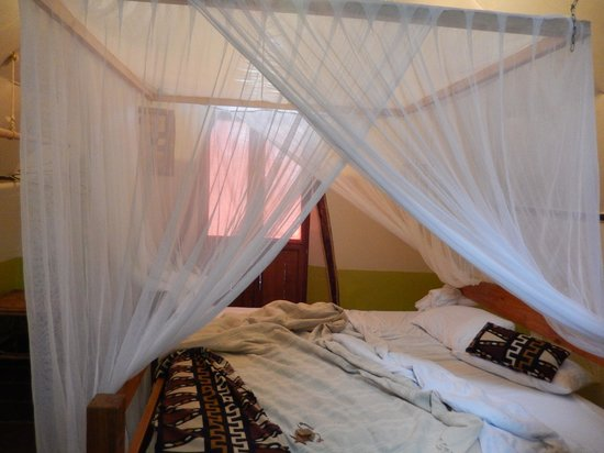 Karama Lodge & Spa: The bed with mosquito net