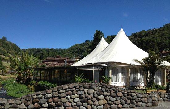 Valle Escondido Resort Golf & Spa: Vista desde afuera del Restaurante Sabor  Escondido