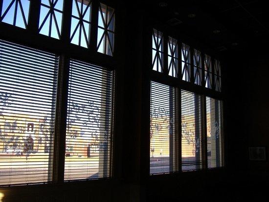 Drift Inn : Clerestory windows in lounge