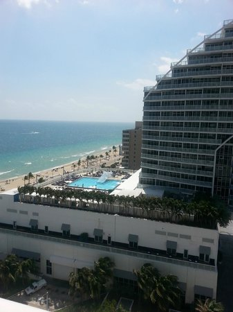 Hilton Fort Lauderdale Beach Resort : View of the Conrad and the Ocean