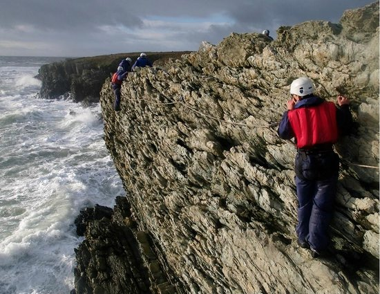 Arete Outdoor Centre Llanrug: Sea level traversing on Anglesey with zip lines