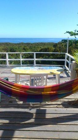 Surfers Haven Guesthouse : Coin détente en terrasse