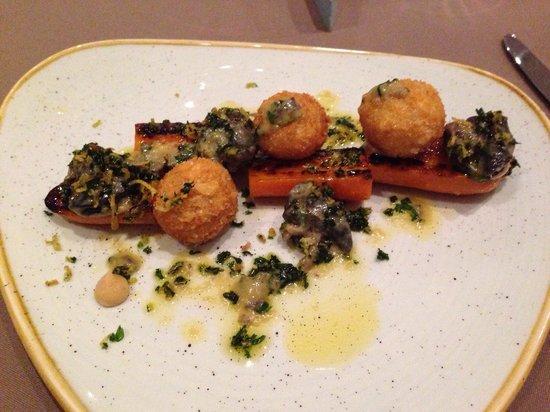Bone marrow snails bild fr n table 9 dubai tripadvisor for Table 9 dubai