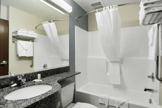 Microtel Inn & Suites by Wyndham Waynesburg: Clean, Bright Bathrooms featuring Pantene Bath Amenities