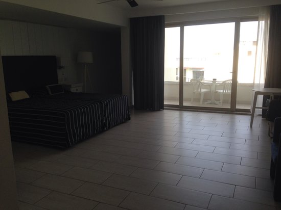 db Seabank Resort + Spa: Huge room!