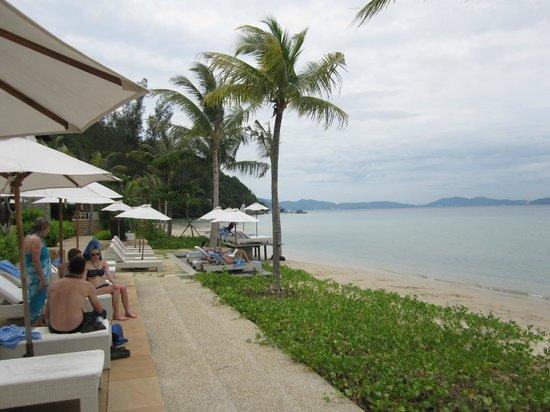 Gaya Island Resort: sunbathing area