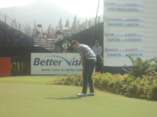 Black Mountain Golf Club: Henrik Steenson øver sig på puttebanen inden han skal spille Europa-Asien