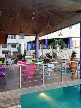 Radisson Blu Hotel, Bamako: Bar piscine