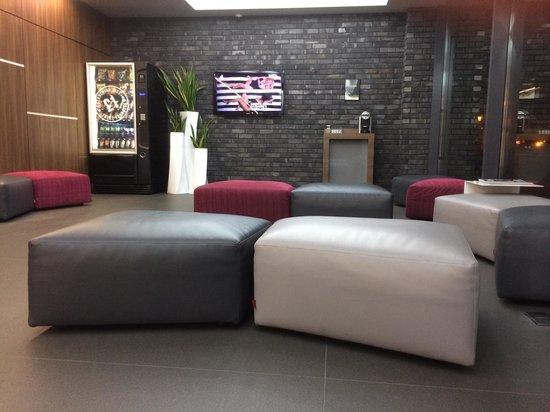 Bloc Hotel Birmingham: Reception area