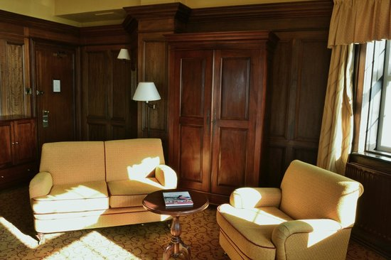 White Horse Hotel: Comfy Seating area