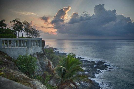 Tango Mar Beachfront Boutique Hotel & Villas: On the cliffs above Tango Mar