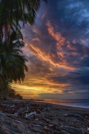 Tango Mar Beachfront Boutique Hotel & Villas: Sunrise at Tango Mar